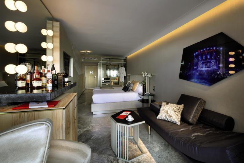 Ushuaia Ibiza Beach Hotel - Club & Tower - Erwachsenenhotel Bar