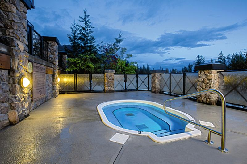 Glacier Mountain Lodge Pool