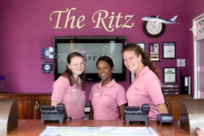 The Ritz Village Hotel Personen