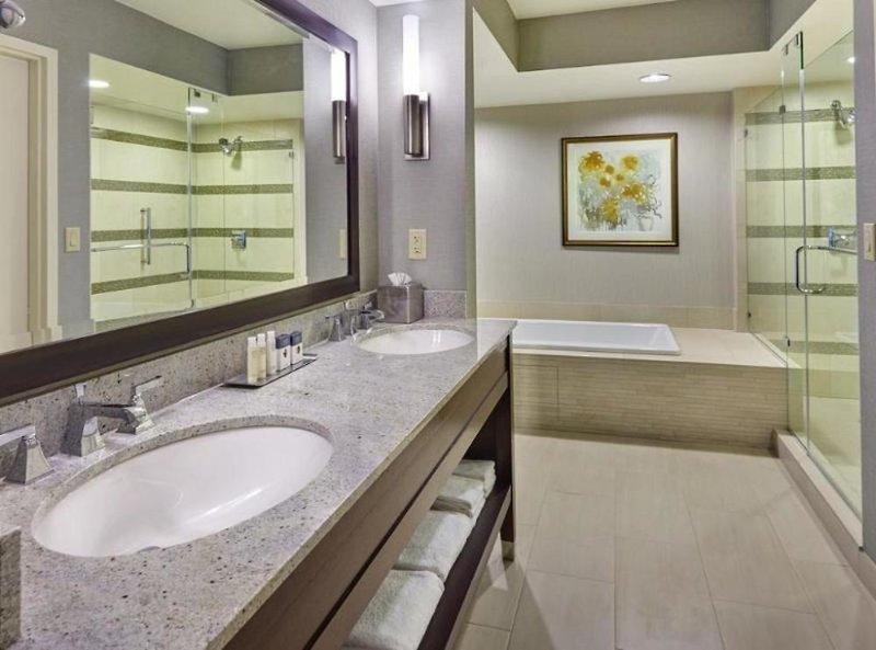 DoubleTree by Hilton Hotel Washington DC-Crystal City Badezimmer
