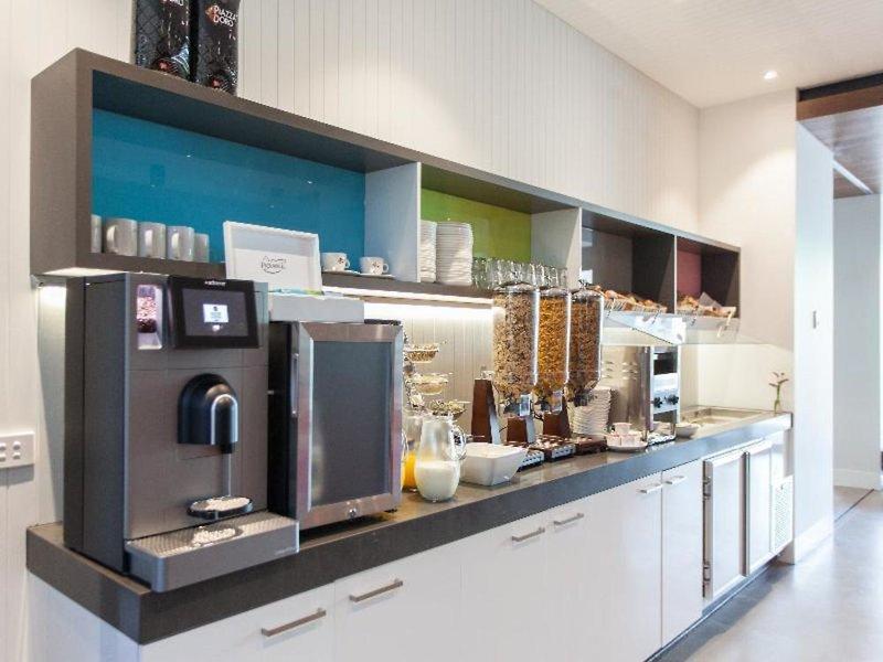 Abode St Kilda Studio Apartments by Easystay Bar