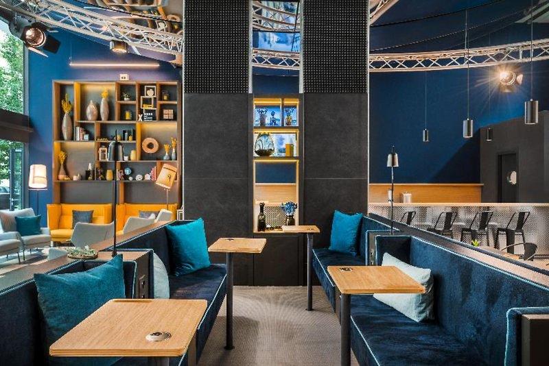D8 Hotel Bar