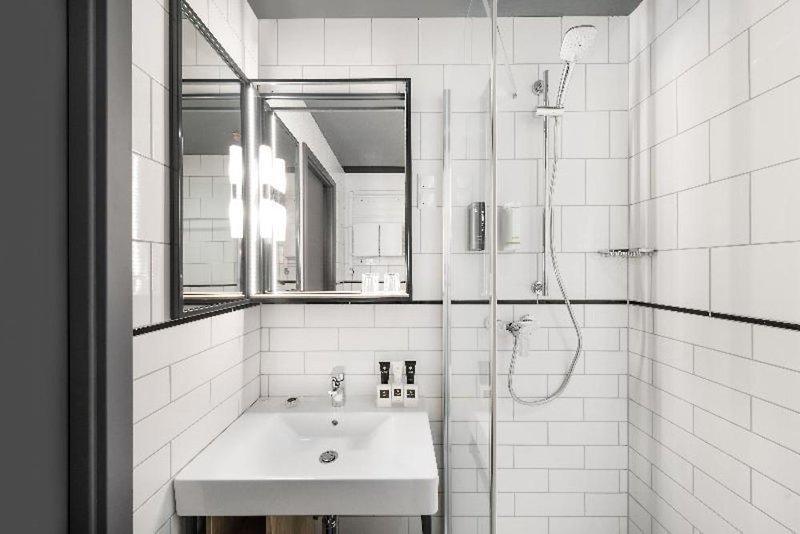 D8 Hotel Badezimmer