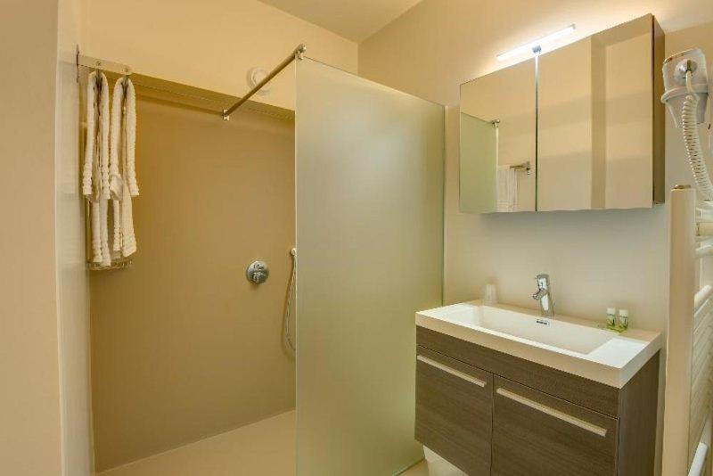 Arass Hotel Badezimmer