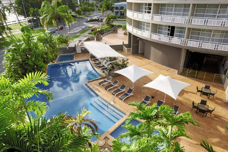 DoubleTree by Hilton Hotel Cairns Pool