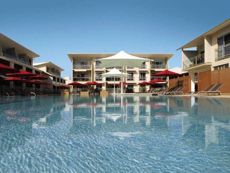 Oaks Broome Pool
