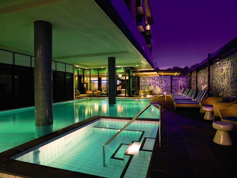 Adina Apartment Hotel Darwin Waterfront Pool