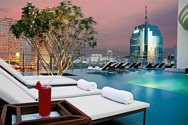Millennium Hilton Bangkok Pool