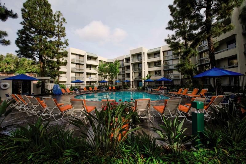 Howard Johnson Anaheim Hotel & Water Playground Pool