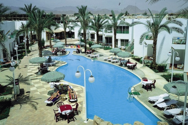 Le Mirage New Tiran Pool