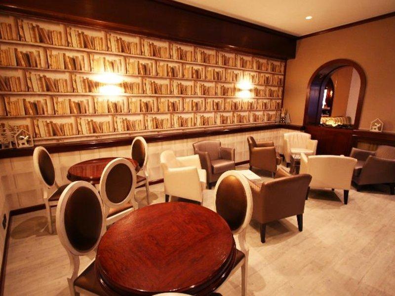 Hotel Pyrenees Bar